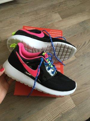 Nike Roshe One in 37,5 schwarz pink