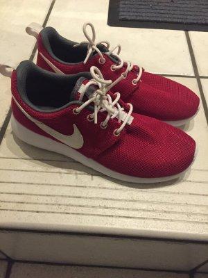Nike Roshe One in Rot