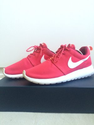Nike Roshe One in Rot