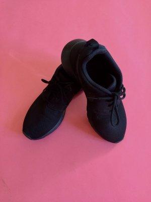 Nike Roshe One, komplett schwarz, Grösse 40.5