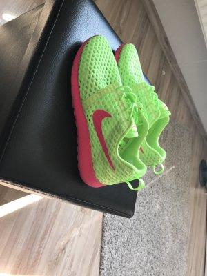 Nike roshe one neon