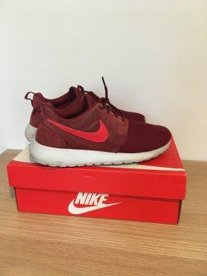 Nike Roshe One Sneaker in rot