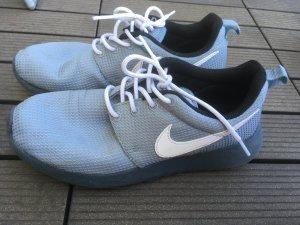 Nike Roshe Run Gr. 36.5 grau
