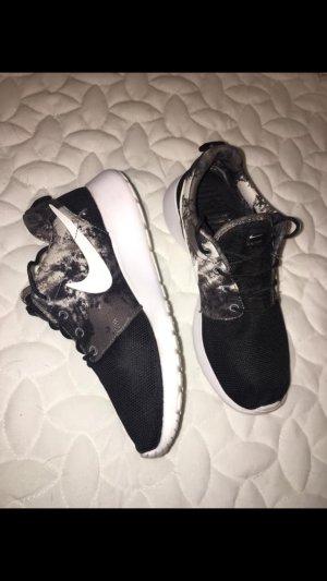 Nike Roshe Run Gr. 37,5 Camouflage Black