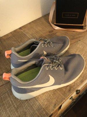 Nike roshe run grau