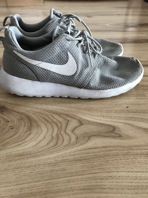 Nike roshe run in grau