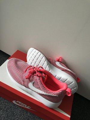 Nike roshe run in pink