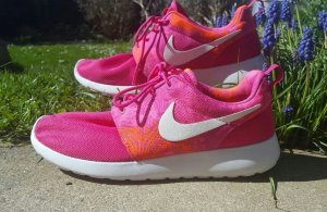 Nike roshe run in pink