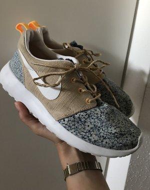 Nike Roshe Run Liberty
