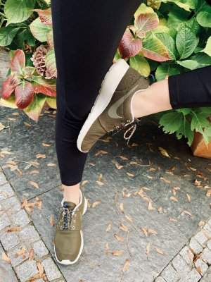 Nike Roshe Run olivegreen 40