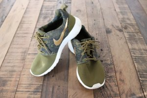 Nike Roshe Sneakers khaki gold Gr. 36,5