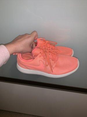 Nike roshe two neon Koralle in der Größe 38,5