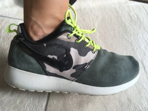 Nike Lace-Up Sneaker olive green mixture fibre
