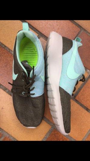 Nike rosherun Schuhe sneaker khaki