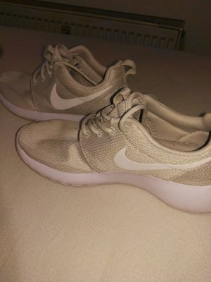 Nike Sneakers sage green