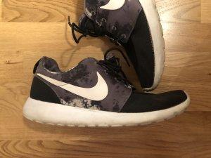 Nike's 42,5
