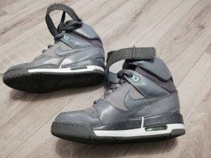 Nike Heel Sneakers grey