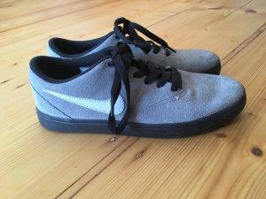 Nike SB in grau
