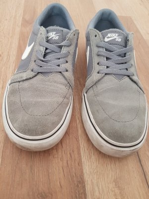 Nike Skater Shoes grey