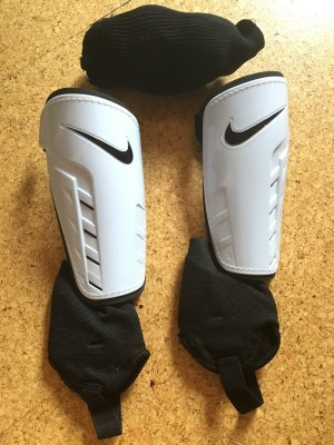 Nike Schienbeinschoner incl. Stulpen