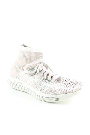 Nike Schnürschuhe hellgrau-kadettblau Schriftzug gedruckt sportlicher Stil