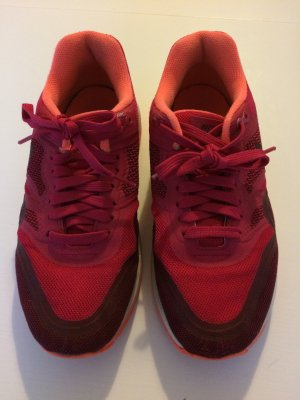 Nike Schnürschuhe mehrfarbig, Größe 37.5. In einem sehr guten Top Zustand, wie denke ich gut auf den Bildern erkennen k