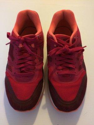 Nike Schnürschuhe mehrfarbig Größe 37.5. In einem sehr guten Zustand.