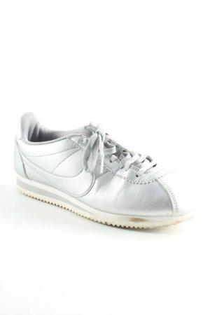 Nike Schnürschuhe silberfarben extravaganter Stil