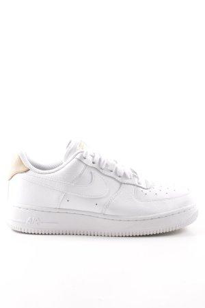 Nike Basket à lacet blanc-blanc cassé style décontracté