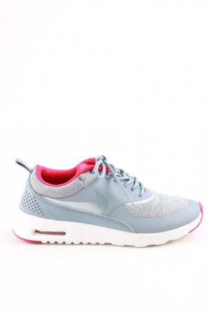 Nike Lace-Up Sneaker flecked casual look