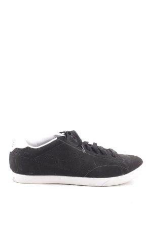 Nike Schnürsneaker schwarz-weiß Schriftzug gedruckt sportlicher Stil