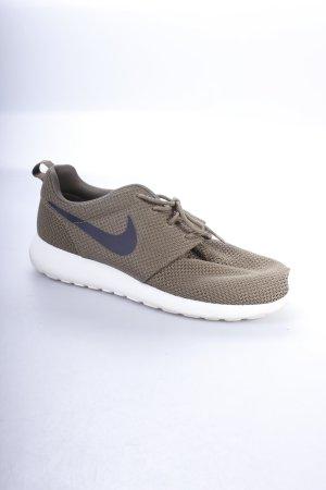 Nike Schnürsneaker olivgrün-weiß sportlicher Stil