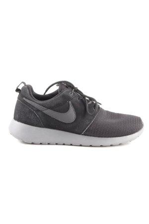 Nike Schnürsneaker schwarz-grau sportlicher Stil
