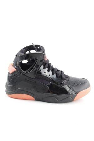 Nike Sneaker stringata nero-color carne stile semplice