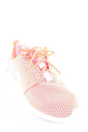Nike Schnürsneaker weiß-neonorange Zackenmuster sportlicher Stil