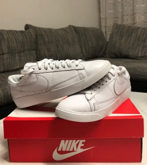 Nike Wedge Sneaker white