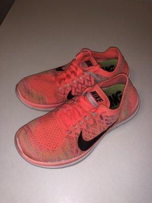 Nike Instapsneakers zalm