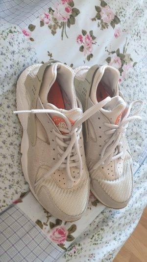 Nike Basket à talon crème