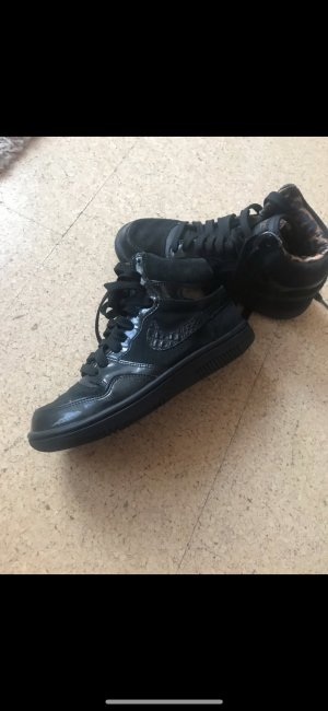 Nike Schuhe ganz neu schwarz