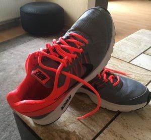 Nike Schuhe Gr 41,5