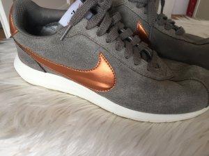 Nike Schuhe, Gr. 42,5 Bronze Details