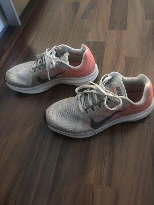 Nike Schuhe Größe 37.5