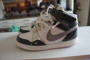 NIKE Schuhe Größe 37 TOP Sneaker