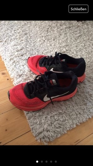 Nike Schuhe in apricot-schwarz