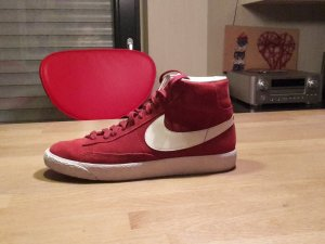 Nike Schuhe in Bordeauxrot! ! ! Erst 2 mal getragen !!
