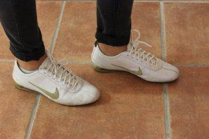 Nike Schuhe in weiß-gold
