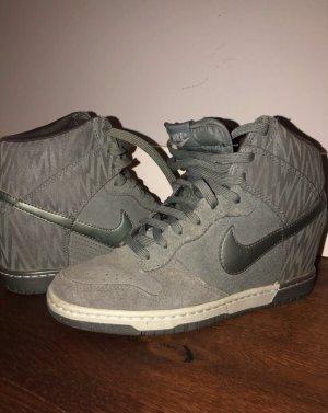 Nike Schuhe mit Absatz