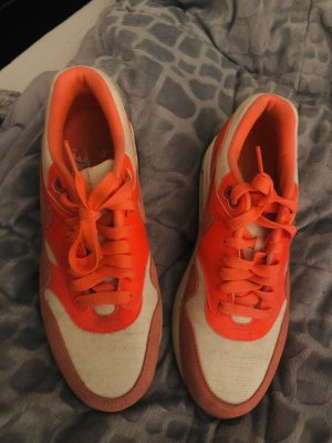 Nike Schuhe neon orange