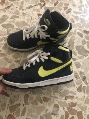 Nike Schuhe neu Gr 37,5