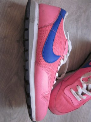 Nike Basket à lacet rose fluo-bleu